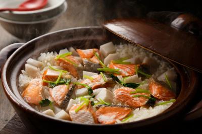 里芋とサケの土鍋ごはん出来上がり図